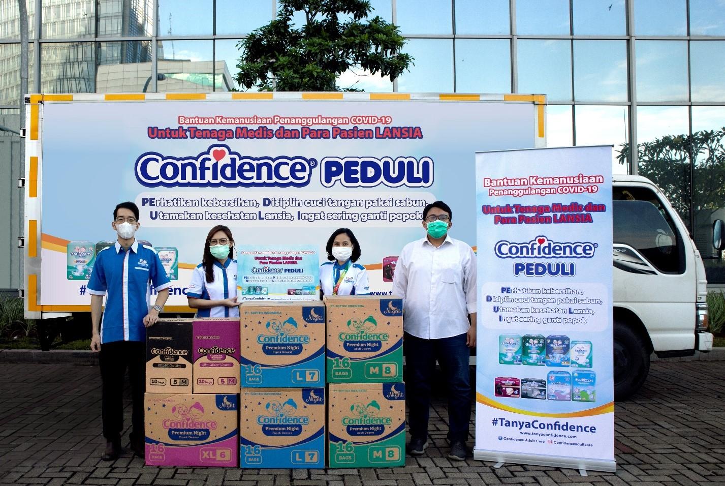 Bantu Tim Medis dan Pasien Lansia, Confidence Donasi 10.000 Popok Dewasa